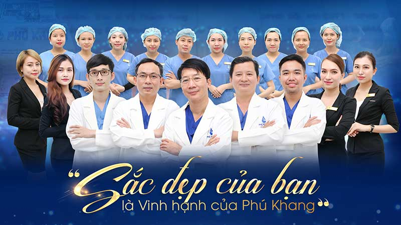 Đội ngũ bác sĩ nâng mũi l line cho nam tại TMV Phú Khang