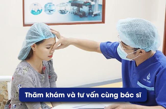 Tham khám trước khi sửa lại cắt mí mắt bị trợn